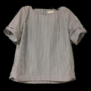 このコーデで使われているTe chichiのシャツ/ブラウス[グレー/ブルー/ホワイト]