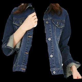 このコーデで使われているUNIQLOのデニムジャケット[ネイビー/ブルー]
