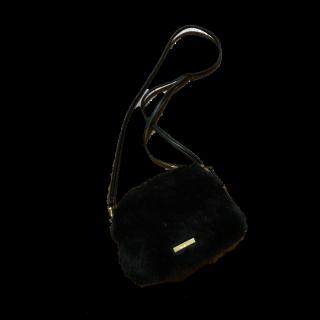 このコーデで使われているMURUAのショルダーバッグ[ブラック]