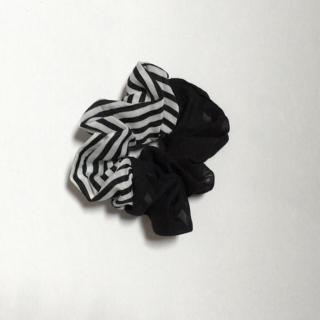 このコーデで使われているヘアアクセサリー[ホワイト/ブラック]