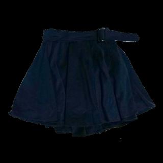 不明のミニスカート