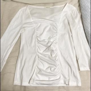 このコーデで使われているamo-amas-amaのTシャツ/カットソー[ホワイト]