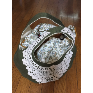 このコーデで使われている手作りのトートバッグ[カーキ/ベージュ]