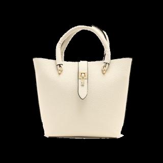 このコーデで使われているPLAIN CLOTHINGのハンドバッグ[ベージュ/ホワイト]