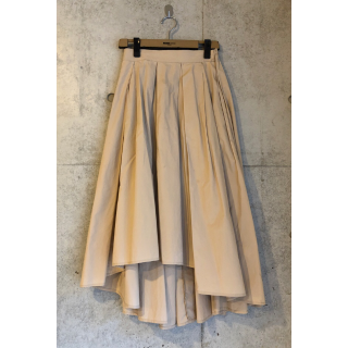 このコーデで使われているCOCAのマキシ丈スカート[ベージュ]