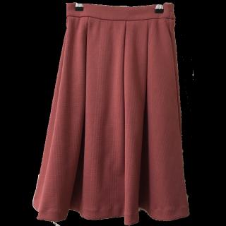 このコーデで使われているHONEYSのミモレ丈スカート[ピンク]