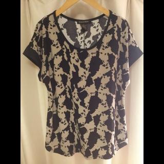 このコーデで使われているTシャツ/カットソー[キャメル/ブラック]