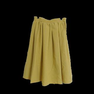このコーデで使われているTe chichiのひざ丈スカート[イエロー]