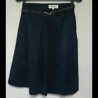 このコーデで使われているSOUPのひざ丈スカート[ブラック]