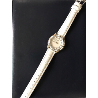 このコーデで使われているBULOVAの腕時計[ホワイト]