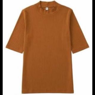 このコーデで使われているUNIQLOのTシャツ/カットソー[ブラウン]