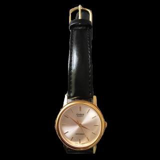 このコーデで使われているCASIOの腕時計[ブラック/ゴールド]